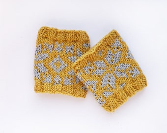 Wrist Warmers // Selbu Style in Ocre and Grey