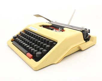 Vintage Typewriter Manual, Yellow typewriter Robotron DDR 70s, Traveller Typewriter, Office Decor, Portable Working Typewriter black cover