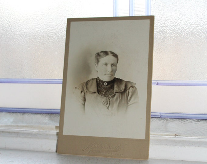 Victorian Woman Cabinet Card Photograph Antique 1800s
