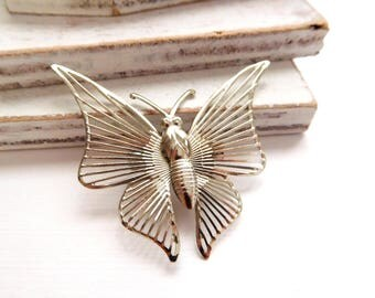 Vintage Lightweight Silver Tone Openwork Wire Wings Butterfly Brooch Pin V13