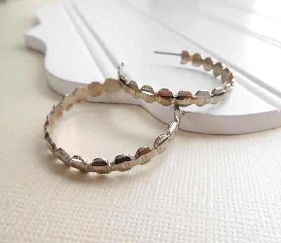 Retro Silver Tone Geometric Cut Medium Hoop Industrial Chic Earrings F14
