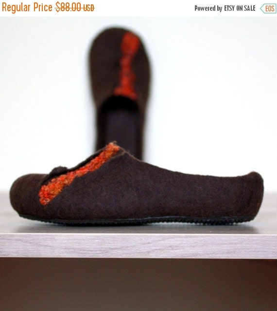 Felted slippers - wool clogs - brown and orange - Valentines gift - gift for her - handmade slippers - women wool slippers - home shoes