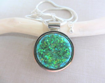 Handmade Necklace, Resin Necklace, Glitter Necklace, Silver Necklace, Green Resin, Teal Resin, Sparkle, Star, Round, Women, Teen, Gift