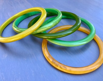 Vintage Bakelite Bangle Stack of Yellow Green Bracelets Set of 5 Bakelite Bangles
