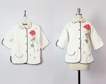 vintage 50s quilted bed jacket / 1950s rose floral bed jacket / vintage sleepwear / white gold quilted jacket / loungewear jacket