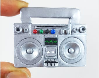 Boombox pin, Boombox magnet, radio pin, radio magnet, nostalgic gift, Boombox brooch, radio brooch