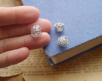 10 pcs Silver Small Knot Connector Bead Charms 11mm (BC3078)
