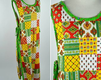 Vintage 1960's Quilted Print Artist Smock - Alternative Fashion Smock Dress - Full Length Apron - Ladies one size fits most