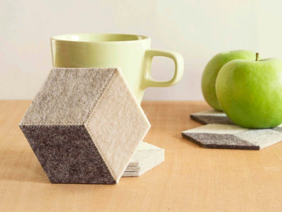 Set of light grey felt coasters, geometric, stylish coasters, wool felt, handmade, gift idea, home decor, housewarming gift, made in Italy