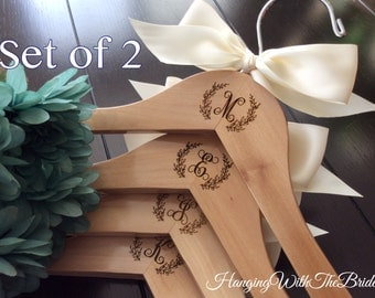 Set of 2 Wedding dress hanger, Wooden Engraved HangerCustom Bridal Hangers,Bridesmaids gift, Wedding hangers with names,Custom made hangers