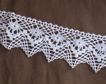 "1 Yard Antique Creamy White Cotton Lace Trim - 1-7/8"" Wide - Zig Zag Edge - NOS Vintage Supplies - Wedding, Sewing, Crafting"