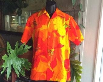 Vintage men's Hawaiian shirt size M