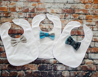 Baby Gift Set, Baby Boy Bow Tie Bib. Baby Shower Gift Set. 1st Birthday Gift, Coming Home Outfit, Teething bib, Grey, New Baby Gift Set