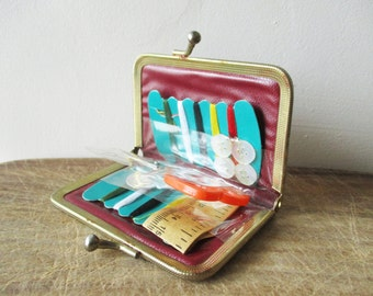 Vintage travel sewing set, 1960, Needlecraft, Pincushion, Aiguille, Necessaire couture voyage