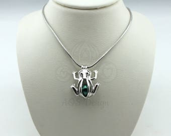 """Pick A Pearl Cage Silver Frog Charm Frog Prince Holds a Pearl GREEN BEAD Gem 18"""" Silver Necklace"""
