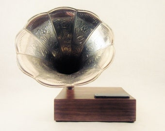 Bluetooth Wireless Speaker w/ Reproduction Phonograph Horn for iPhone, iPod, iPad, Android, Tablet, and other Music Devices