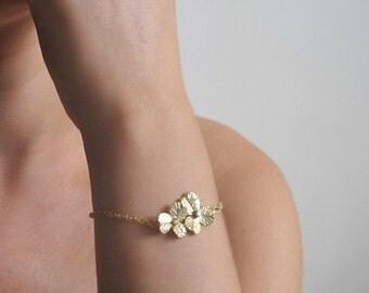 Gold Bridesmaid Bracelet - Dainty Gold Bracelet - Dainty flower Bracelet - Gold Bracelet - Gift For Her - Bridesmaid Gift - Flower Bracelet