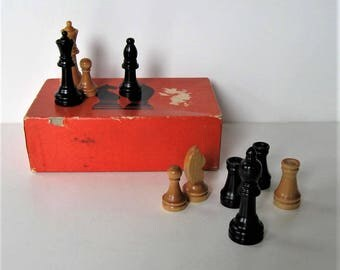 Vintage natural and Black Hardwood Chessmenn, C.R. Gibson, complete set, Made in USA, original box, Bench Crafted, board game, gift idea