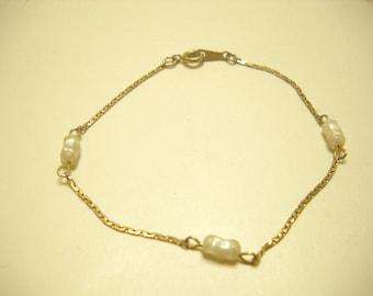 Vintage Avon Freshwater Pearl Bracelet (0040)