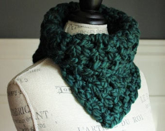 CROCHETED COWL with chunky yarn // The Kathryn // Emerald Green // Green scarf