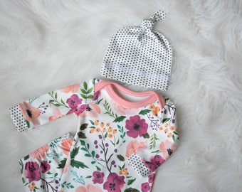 Organic Baby Girl Coming Home Outfit,Organic Newborn Gown in Floral Print,Baby Girl Take Home Outfit,Boho Baby, Sleep Sack, Vintage floral