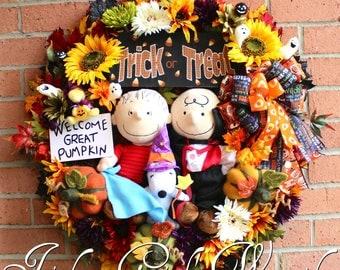 XL Deluxe Great Pumpkin Wreath, Trick Treat Halloween Wreath, Charlie Brown Vampire, Linus, Snoopy, Woodstock, Peanuts Gang Wreath- Only 1