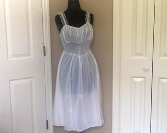 Vintage 1950s Rogers Bridal Pegnoir Nightgown Ivory Nylon Lace Trim Goddess Double Layer Chiffon Embrodiery Size 32 SMALL