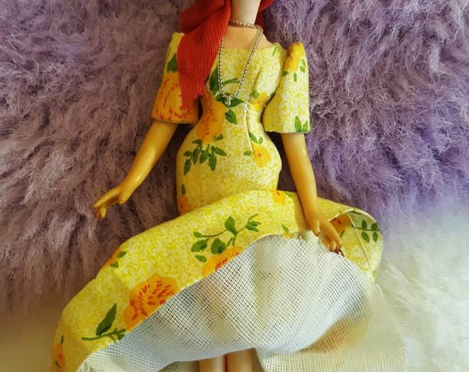 Beautiful Resin Figurine Doll Spain SM 7 inches Real Cloth Apparel