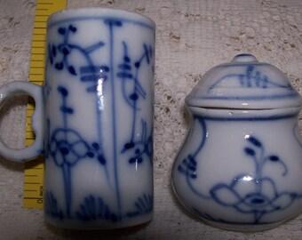 Tettau Blue and White Strawflower Porcelain Measure and Mini Potpourri Dish