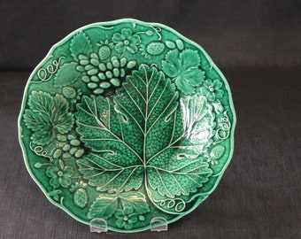 vintage green majolica pottery decorative plate strawberries leaves