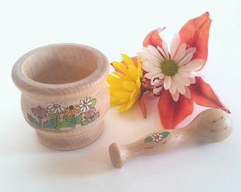 Mortar and Pestle Summer Flowers // Natural Kitchen Apothecary Play // Pretend Play // Waldorf Inspired Play Toy // Wooden Kitchen Tools