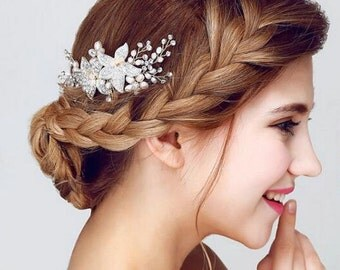 Crystal And Pearl Silver Bridal Hair Comb, Wedding Hair Comb, Crystal Hair Comb, Flower Comb, Flower Bridal Hairpiece