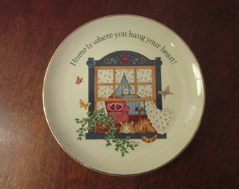 Vintage Lasting Memories Cermaic Plate 1985 Beautiful Graphics Fine Porcelain Home is Where You Hang Your Heart Cat Butterfiles
