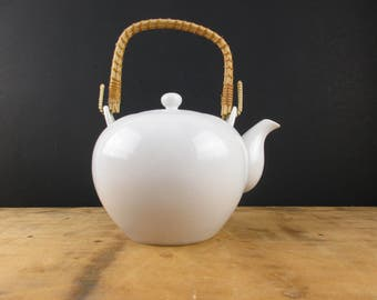 White Porcelain Teapot With Rattan Handle - Elegantly Shaped Teapot - Teapot With Strainer - 4 Cup Teapot