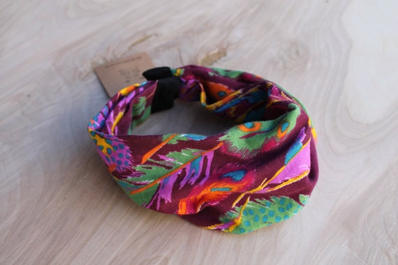 Baby Infinity Scarf Bib in Warm Feather, Hipster Style Baby Bib, Jersey Knit Fabric and Plastic Snaps, Babies and Toddlers