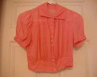 SOOO cute 1940's blouse or top.  This top is adorable and would be great for summer.  Get a start on your summer VINTAGE wardrobe.   .