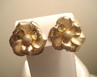 Vintage 1950s Large Flower Gold Tone Clip On Earrings