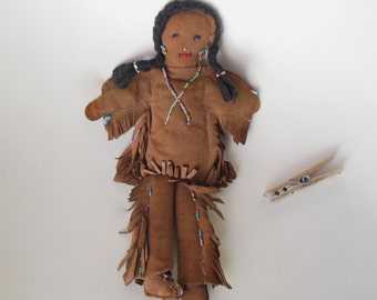 Vintage or Antique Doll, Indian DOLL, Native American Indian Doll, American Indian Rag Doll, Western Tribal cloth Doll, Bead Suede Rag Doll