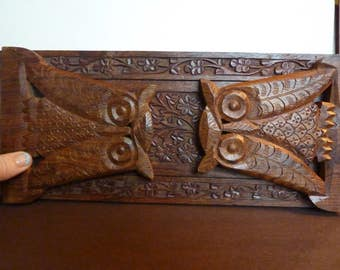 TWO OWLS<<>>Vintage  Hand Carved Wooden Owl Expandable Book Shelf