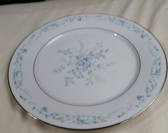 Noritake Contemporary Carolyn Pattern 10 inch Dinner/Chop Plate with Platinum Rim Wedding China Made in Japan