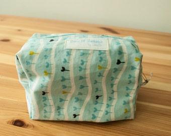 Blue heart garden boxy zip bag-Large