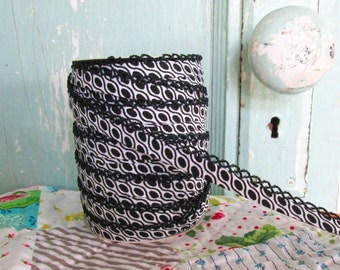 New Black and White Geometric (No. G1) Bias Tape.  Quilt Binding.  Geometric Fabric.  Black and White Quilt Binding.  Bias Binding.