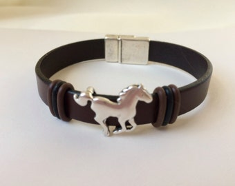Brown Flat Leather Bracelet For Horse Lover Antique Silver Color Metal Equestrian Slider Magnetic Clasp European Jewelry Accessories Equine
