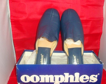 Vintage Classic Navy Blue Oomphies Leather Women Slippers/Shoes (1980) Size 11 (New old stock)