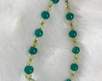 """7 1/2"""" green and yellow glass bead bracelet"""