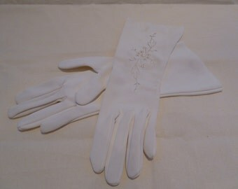 Soft vintage embroidered white stretch sateen nylon 1950s gloves. Bridal, wedding gloves. fifties, sixties, costume,