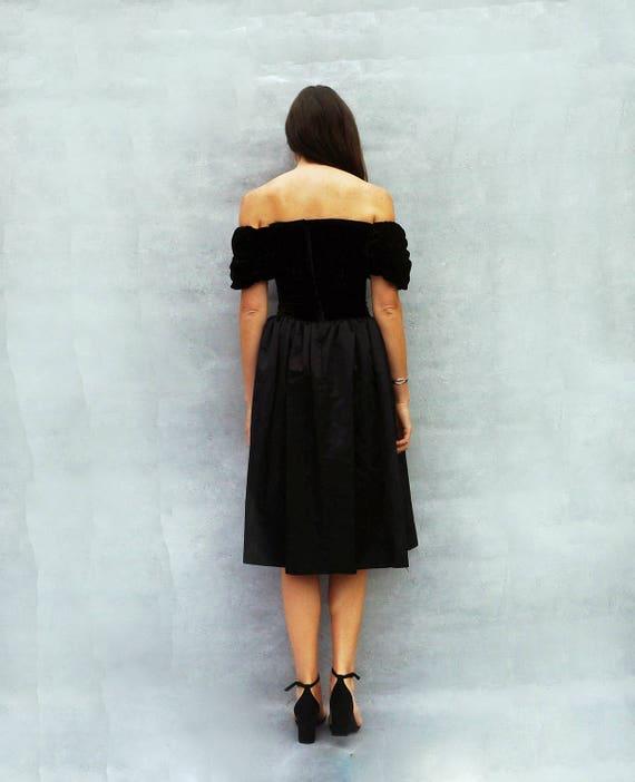 Schwarzes kleid 80er