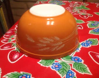 Vintage Pyrex rust with wheat designs pattern 2.5 quart mixing bowl