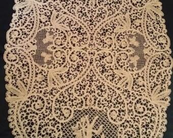 bobbin lace/lace in Cantù