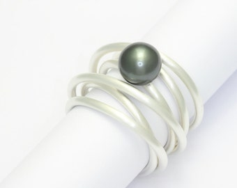 Coiled ring with Tahiti pearl